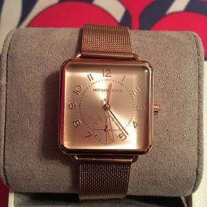 New Rose 🥀 Gold Micheal Kors Watch